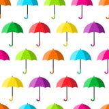 Modello senza cuciture geometrico con gli ombrelli aperti variopinti Illustrazione di vettore royalty illustrazione gratis