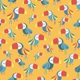 Modello senza cuciture giallo bianco rosso blu dell'uccello del tucano royalty illustrazione gratis