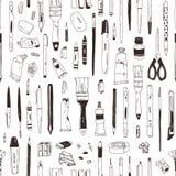 Modello senza cuciture monocromatico con cancelleria, scrivente gli utensili, rifornimenti di arte disegnati a mano con le linee  royalty illustrazione gratis