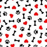 Modello senza cuciture sveglio con l'osso di cane, la stampa della zampa ed il cuore rosso, fondo trasparente illustrazione di stock