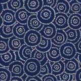 Modello senza cuciture tinto giapponese disegnato a mano di vettore del tessuto dell'indaco Fiori astratti tradizionali dei cerch illustrazione vettoriale