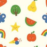 Modello senza cuciture variopinto adorabile con cuore, l'albero, l'arcobaleno, la farfalla, la stella, la mela, la pera, l'anguri fotografia stock libera da diritti