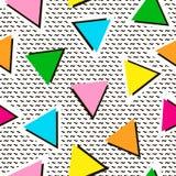 Modello senza cuciture variopinto dai triangoli Priorità bassa luminosa 80 ` illustrazione vettoriale