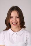Modello sorridente in maglietta Fine in su Priorità bassa bianca Immagini Stock Libere da Diritti