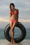 Modello tailandese del bikini con la metropolitana fotografia stock libera da diritti
