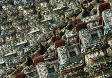 Modello tailandese dello stucco sulla pagoda in tempio di Bangkok fotografie stock libere da diritti