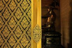 Modello tailandese sulla finestra fotografia stock libera da diritti