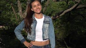 Modello teenager Posing Outdoors della ragazza Immagine Stock
