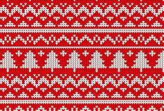 Modello tricottato di inverno del maglione nel rosso ed in albero Fotografia Stock Libera da Diritti