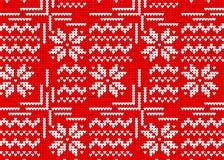 Modello tricottato rosso, stile norvegese di inverno del maglione con uno snowf Fotografie Stock Libere da Diritti