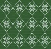 Modello tricottato senza cuciture nello stile nordico con i fiocchi di neve bianchi o Fotografia Stock