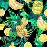 Modello tropicale senza cuciture con le banane, le foglie di palma dei limoni e gli ananas Struttura senza fine esotica di estate Fotografie Stock Libere da Diritti