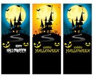 Modello verticale terrificante dell'insegna di Halloween di vettore con la siluetta del castello davanti alla luna piena illustrazione vettoriale