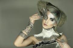 Modello in vestito e capelli da espressione immagini stock