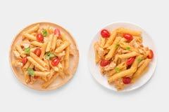 ModellPenne pasta som isoleras på vit bakgrund Snabb bana I Royaltyfria Bilder