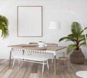 Modellplakat im tropischen Wohnzimmerhintergrund, Scandi-bohoart lizenzfreie stockfotos