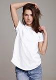 Modellprov med härligt posera för modemodell Royaltyfria Bilder