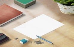 Modellszene, Papierfreier raum auf dem Holztisch mit Dekoration Stockfoto