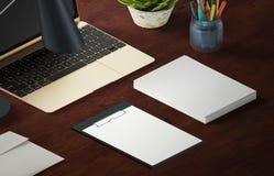 Modellszene, Papierfreier raum mit Dekoration für die Platzierung Ihres Designs Lizenzfreies Stockbild