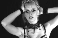 Modelltrieb der jungen Frau 80s Stockfotografie