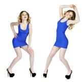Modellversuche, junge blonde Modelle im blauen Kleid Lizenzfreie Stockfotos