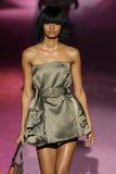 Modelmalaika firth loopt de baan in Marc Jacobs tijdens Mercedes-Benz Fashion Week Spring 2015 Royalty-vrije Stock Foto's