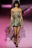 Modelmalaika firth loopt de baan in Marc Jacobs tijdens Mercedes-Benz Fashion Week Spring 2015 Royalty-vrije Stock Afbeelding