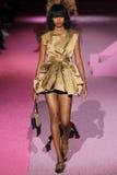 Modelmarihenny rivera pasible loopt de baan in Marc Jacobs tijdens Mercedes-Benz Fashion Week Spring 2015 Royalty-vrije Stock Afbeeldingen