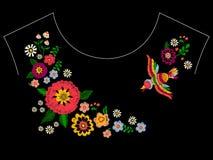 Modelo étnico del escote del bordado con el pájaro y las flores stock de ilustración