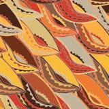 Modelo étnico en colores de tierra con los adornos de un escudo de la danza de la población del kikuyu de Kenia central Fotos de archivo