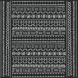 Modelo étnico tribal blanco y negro con los elementos geométricos, paño africano tradicional del fango, diseño tribal Fotografía de archivo libre de regalías