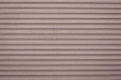 Modelo abstracto de líneas en fondo marrón claro Textura del vintage del metal del grunge Primer metálico rosado de la persiana fotos de archivo