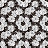 Modelo abstracto inconsútil con el ornamento de las flores en fondo negro Fotografía de archivo