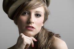 Modelo adolescente en sombrero Fotos de archivo