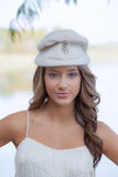 Modelo adolescente en sombrero del vintage Foto de archivo libre de regalías