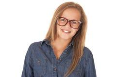 Modelo adolescente joven en camisa del dril de algodón y retrato marrón de los vidrios Fotografía de archivo libre de regalías