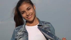 Modelo adolescente sonriente de la muchacha Imágenes de archivo libres de regalías