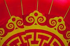 Modelo amarillo y de oro en la linterna roja china Imágenes de archivo libres de regalías