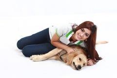 Modelo asiático con el perro Foto de archivo