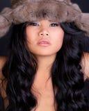 Modelo asiático en sombrero peludo Foto de archivo libre de regalías