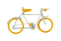Modelo atado con alambre de la bicicleta aislado en el fondo blanco Imágenes de archivo libres de regalías