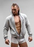 Modelo atlético Posing In Underwear de la aptitud del hombre y Fotos de archivo libres de regalías