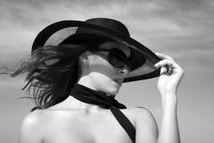 Modelo atractivo de la hembra de la manera Fotos de archivo