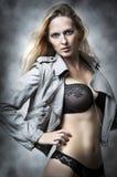 Modelo atractivo de la hembra de la ropa interior. Fotos de archivo