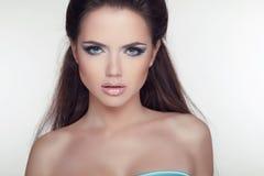 Modelo atractivo de la muchacha. Cara hermosa de la mujer adulta joven con limpio Fotos de archivo libres de regalías