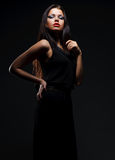 Modelo atractivo en alineada negra Imagen de archivo