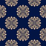 Modelo azul marino inconsútil con los ornamentos de oro del papel pintado Imágenes de archivo libres de regalías