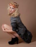 Modelo bastante adolescente con las piernas descubiertas Fotos de archivo libres de regalías