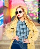 Modelo bastante rubio de la mujer de la moda en gafas de sol Foto de archivo libre de regalías