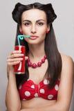 Modelo bebendo da soda fotografia de stock